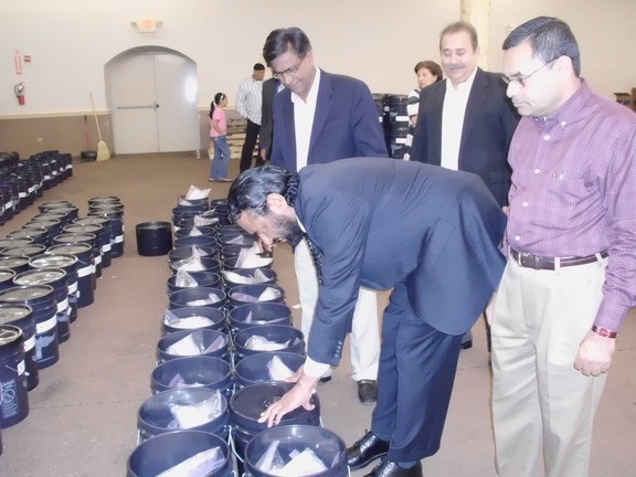 Alliance volunteers in Houston filling AICB buckets for flood affected families in Sinhd Pakistan    (59)